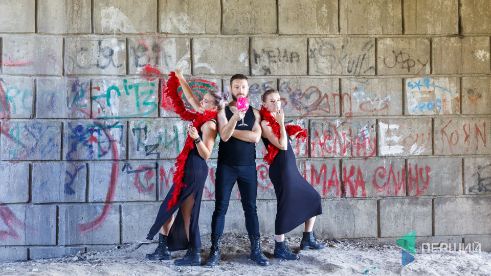 Театр за межами театру: у Луцьку стартував фестиваль «Мандрівний вішак». 100 ФОТО