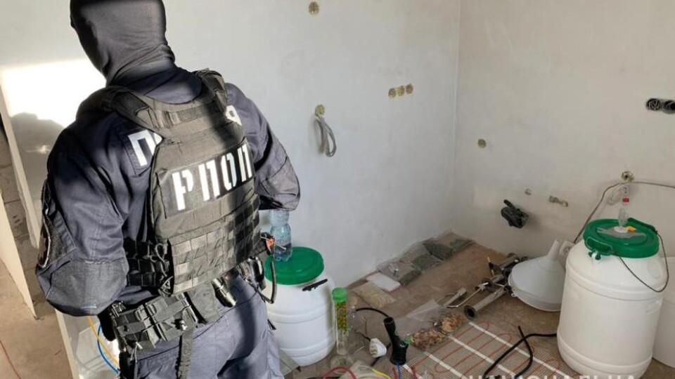 Наркотики, зброя, крадені речі: у Володимирі провели масштабні обшуки