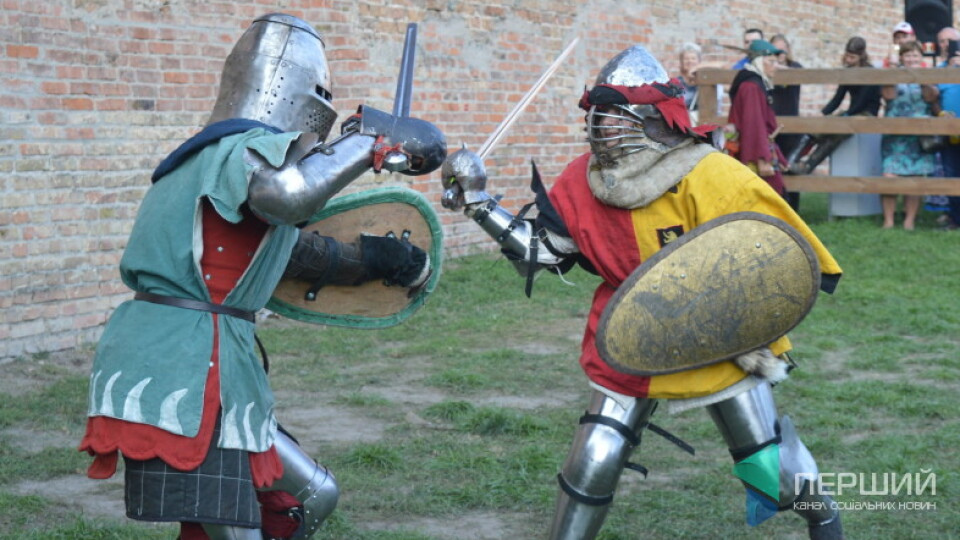 Бої на сокирах і середньовічні переодягання. У Луцьку буде масштабний лицарський фестиваль