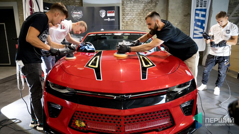 Німецькі фахівці навчали у Луцьку полірувати автомобілі. Фоторепортаж