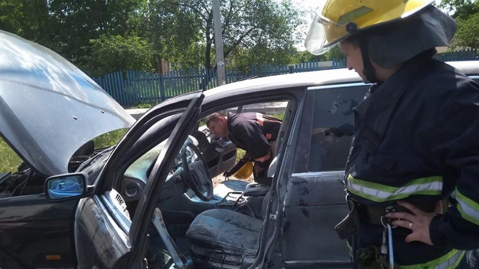 Біля Луцька на ходу загорілася машина. ФОТО