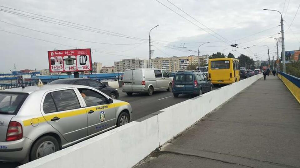 У Луцьку за 200 тисяч гривень відремонтують міст на Перемоги