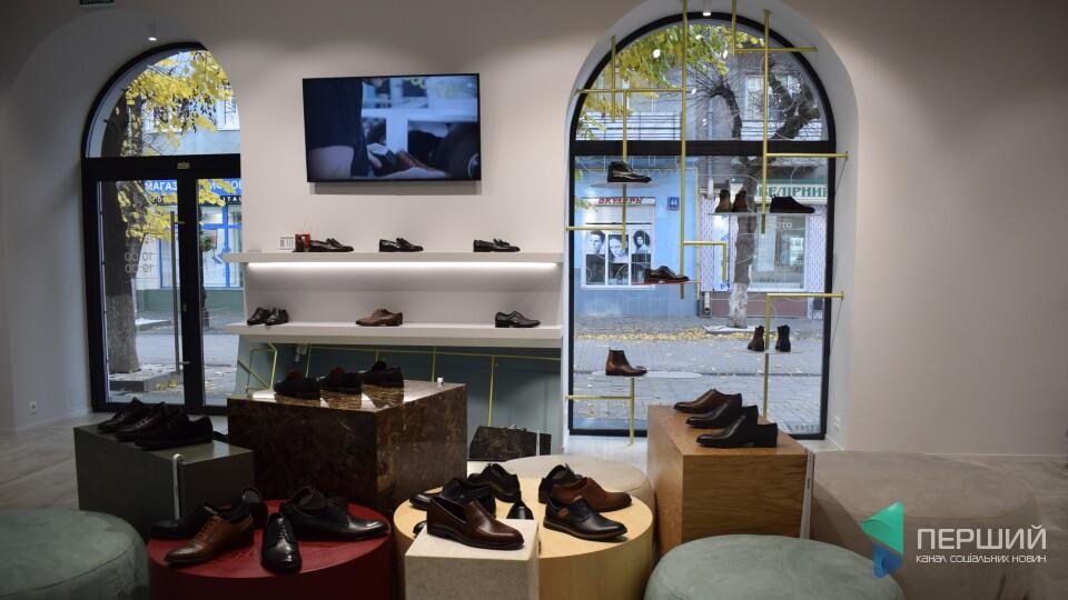 Кава і черевики. У центрі Луцька відкрився незвичний магазин