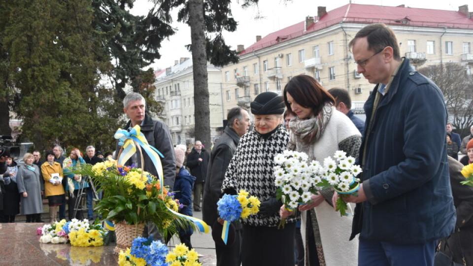 Лучани вшанували Тараса Шевченка. Принесли «Кобзарі» і читали вірші. ФОТО