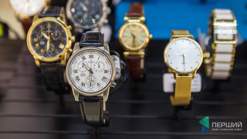 У луцькому магазині – новорічні акції на брендові годинники та прикраси