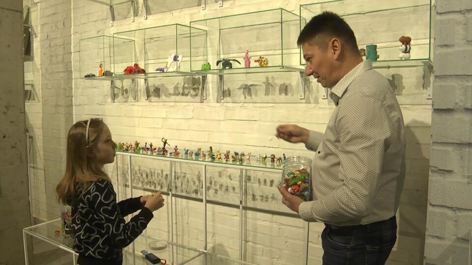 У Луцьку родина зібрала колекцію іграшок із кіндер-сюрпризів