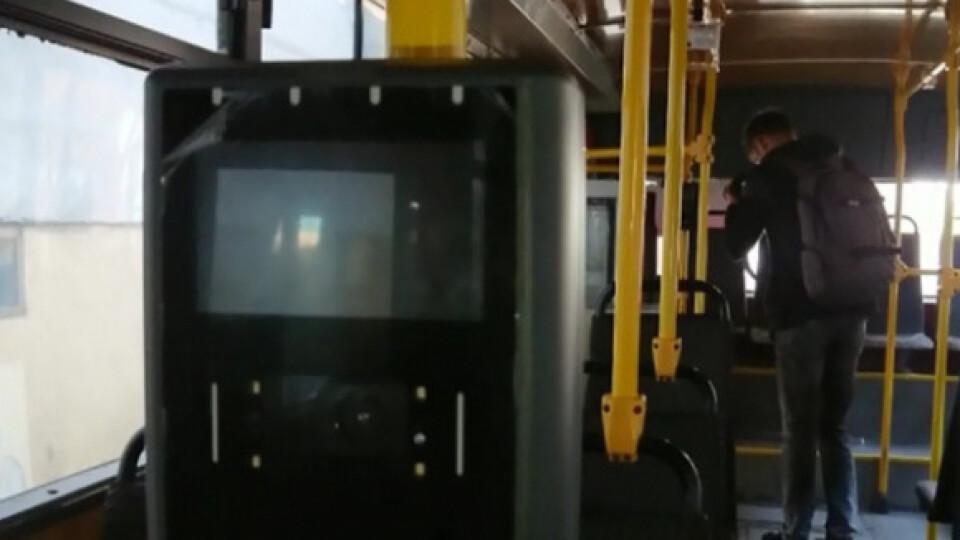 У деяких луцьких маршрутках встановлять валідатори на задніх дверях