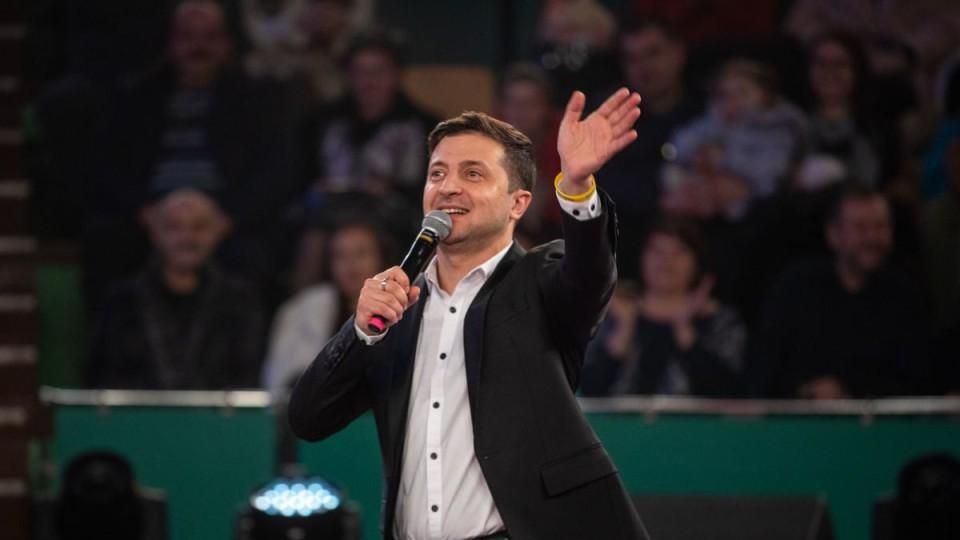 Зеленський записав нове звернення.  Хоче на дебати 19 квітня. ВІДЕО