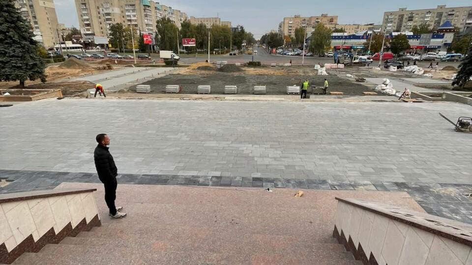 На якому етапі реконструкція площі перед Палацом урочистих подій у Луцьку