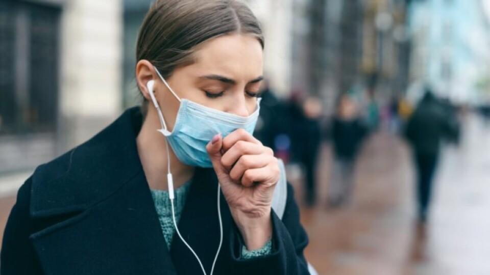За добу коронавірус виявили в 3 206 українців. 53 людей померло