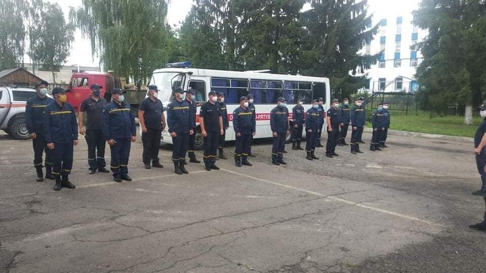 Волинські рятувальники приїхали з Прикарпаття, де допомагали подолати наслідки паводка
