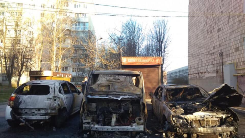 Імовірна причина займання трьох автомобілів у Луцьку – підпал