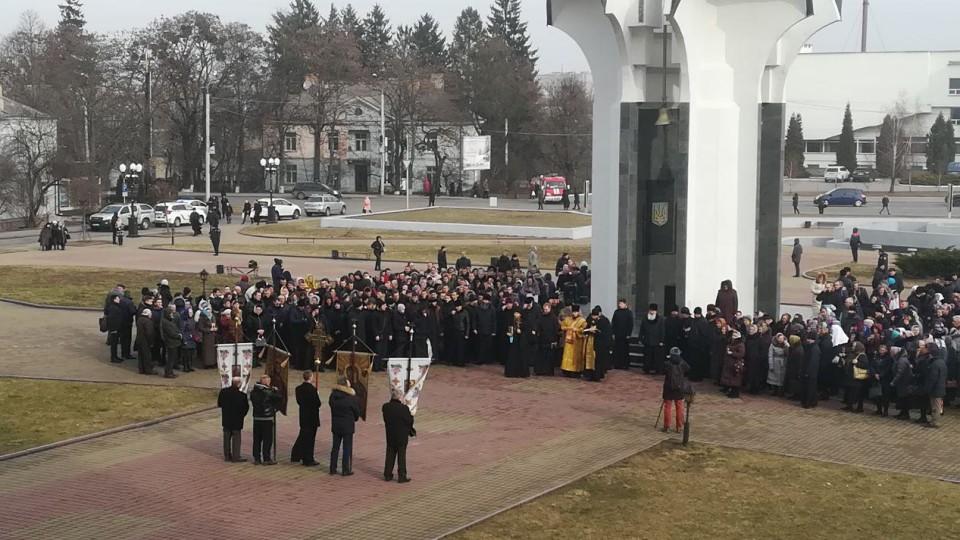 У Луцьку почалася акція протесту прихильників УПЦ МП. ФОТО