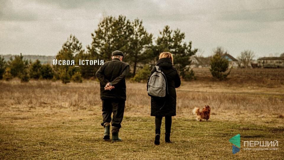Могила у квітнику. Тут 3 українки, поляк, який їх захищав, і ...один бузок на всіх. СВОЯ ІСТОРІЯ