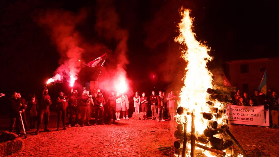 У центрі Луцька бились підпаленими мечами. ФОТО