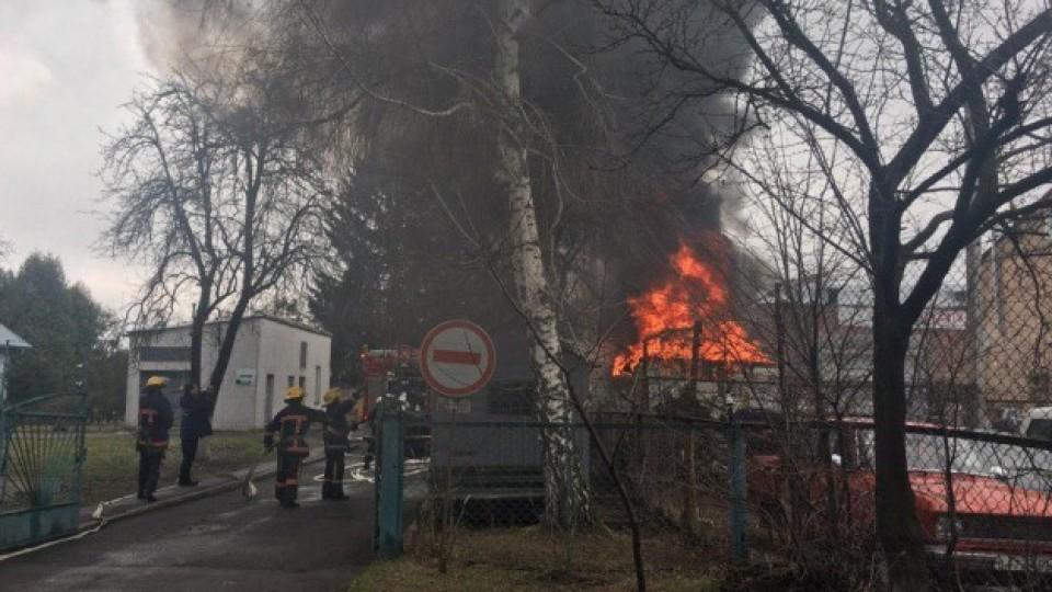 У Луцьку – пожежа на автостоянці. ФОТО