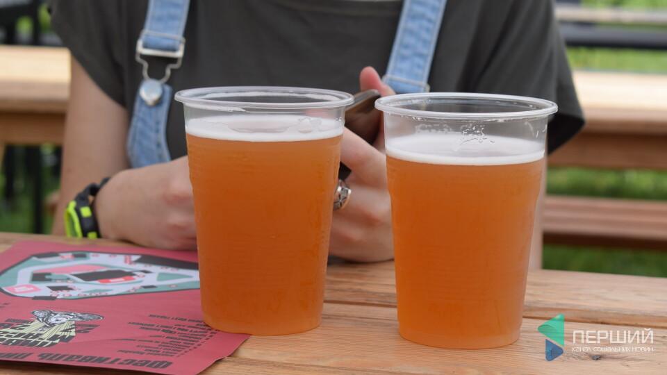 З ялинкою, кокосом і Putin Huilo: топ 5 найоригінальніших смаків пива на луцькому фестивалі