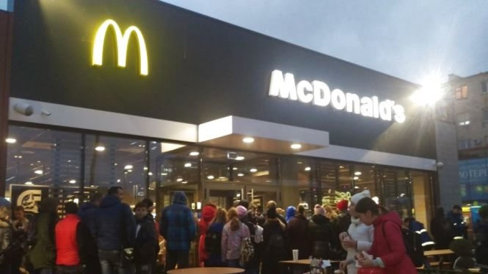 У Тернополі відкрили Макдональдс: черги були аж до дороги. ФОТО