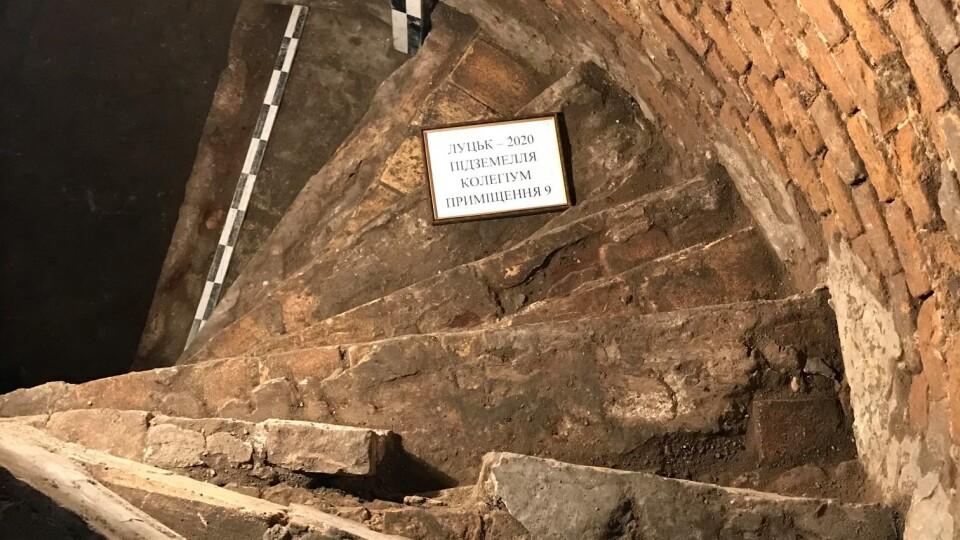 Нововідкриті підземелля у Луцьку: розкопали первісні гвинтові сходи