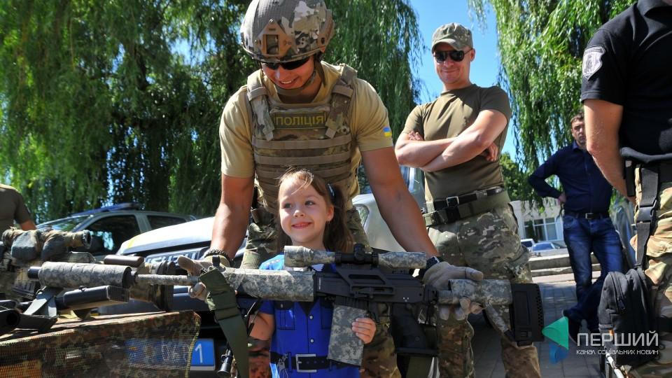 Вибухотехніка й автомати: патрульні Волині відсвяткували День народження. ФОТО