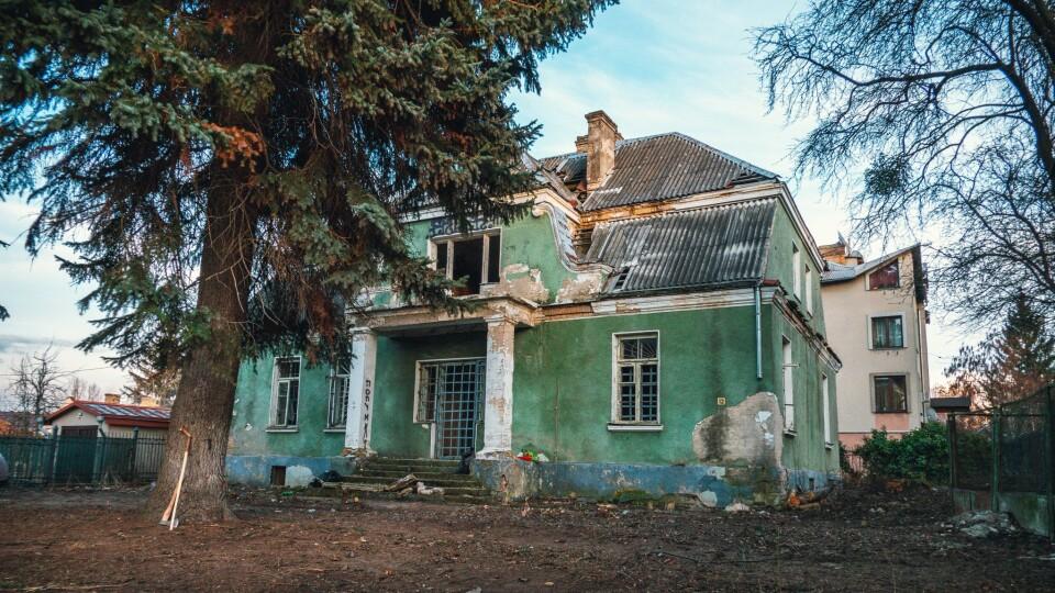 «Це повільний процес знесення». Старовинну віллу у Луцьку на Ярощука можуть не встигнути вберегти