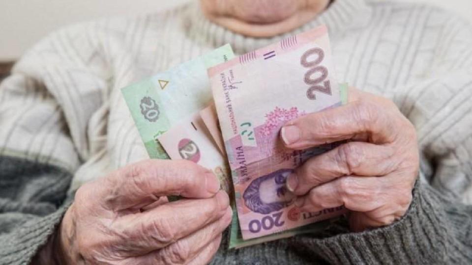 Гройсман дав завдання підвищити пенсії у березні 2019-го року