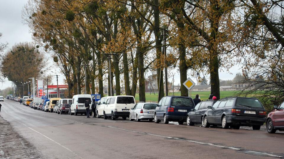 У чергах на польському кордоні  – сотні машин