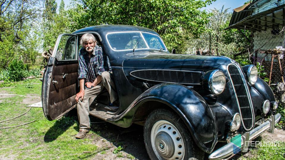 «Тримаю бджоли і BMW 39 року». Історія художника з Колодяжного і автівки з фільму «Червоний»