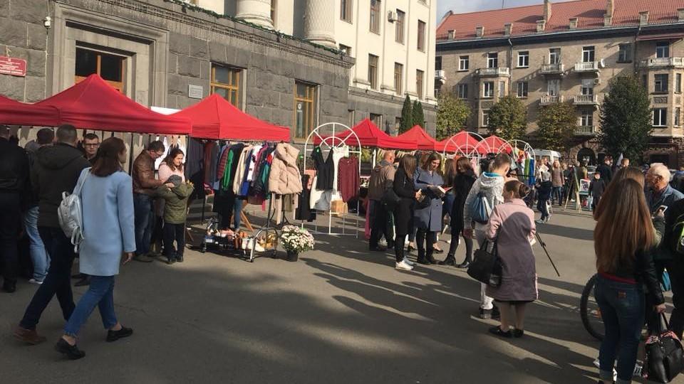 У Луцьку стартував «Маркет надії» для порятунку онкохворої Мар'яни Пархом'юк. ФОТО. ВІДЕО