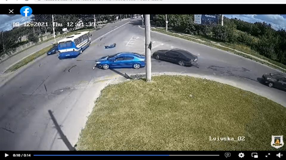 У Луцьку сталася ДТП. Зіткнулися легковик і рейсовий автобус