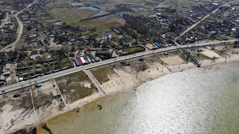 Доріжки з бруківки і оновлений  пляж: Світязь з висоти