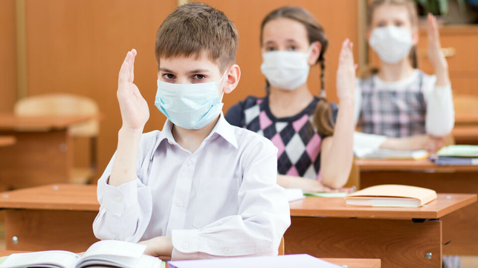 Скільки учнів та вчителів на Волині хворіють на COVID-19
