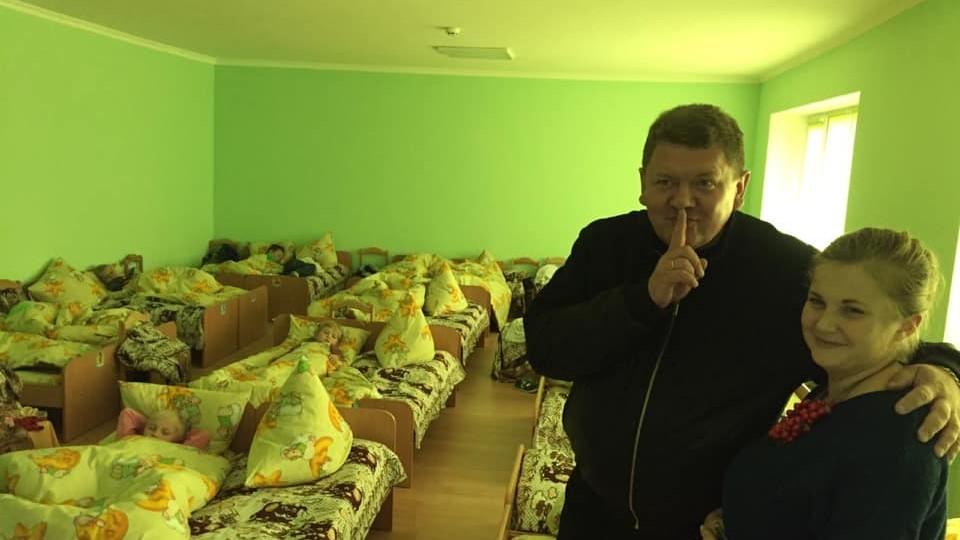 «Радість дітям і батькам!» – депутат Михайло Імберовський тішиться новим дитсадком у Кримному. ФОТО