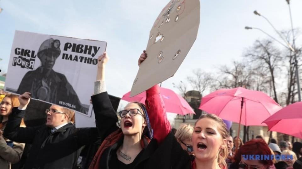«Ні патріархату, феміністку в кожну хату!» У містах України почалися жіночі марші рівності. ФОТО