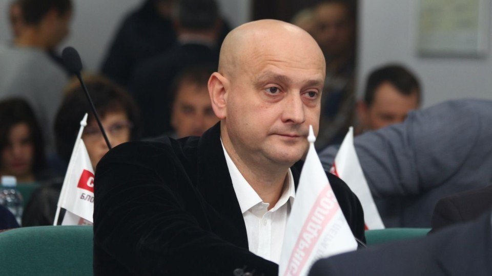 Гаражі, земля і квартира: у Луцьку суд арештував майно депутата Ткачука