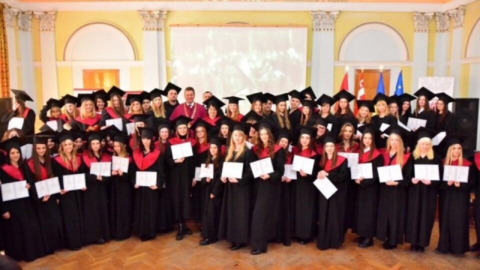 Випускникам Волинського національного університету вручили дипломи магістрів