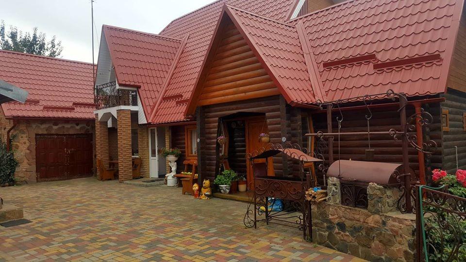 Будинок, баня та гараж: під Луцьком продається розкішне помешкання. ФОТО