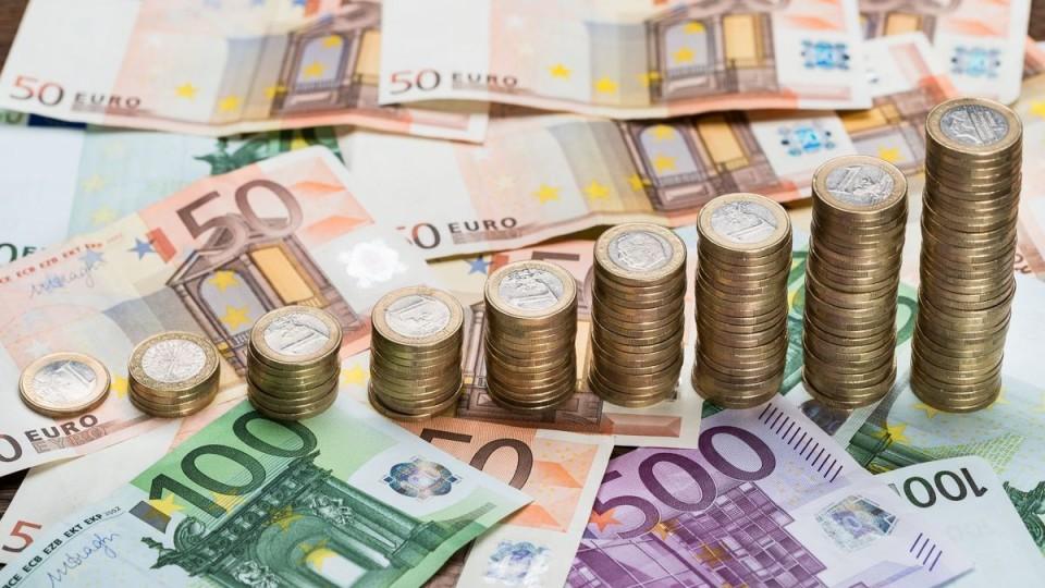 Гривня  зміцнилася: курс валют в пунктах обміну Луцька на 19 лютого