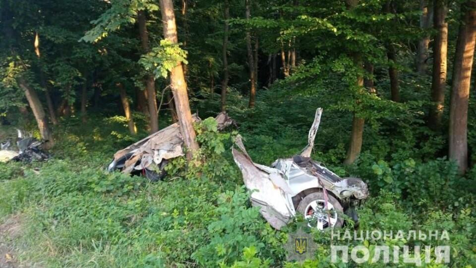Водій помер, пасажир – у реанімації. На Волині автівку розірвало від удару