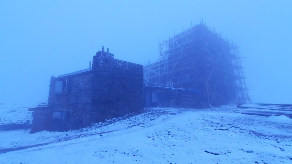 Середина червня: гору Піп Іван засипає снігом