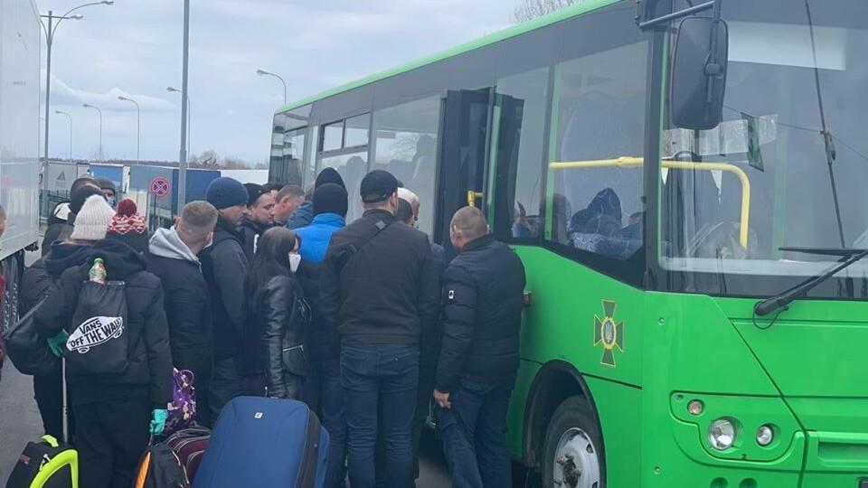 За добу – від 1 до 1,5 тисячі людей. Як українці через «Ягодин» повертаються додому