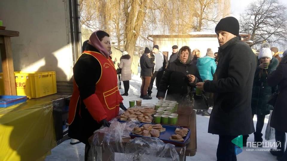 У Ківерцях Порошенка чекають із чаєм та бутербродами. ФОТО