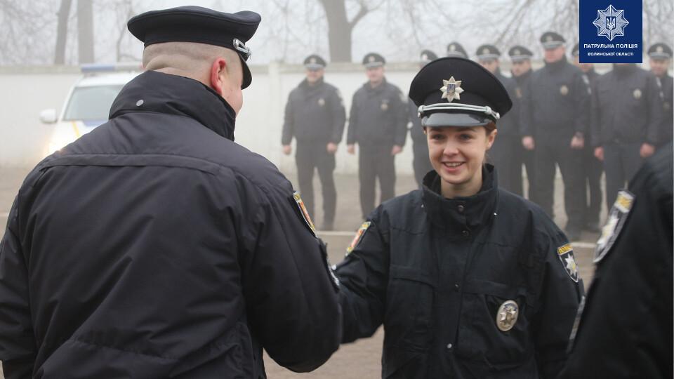 Волинським патрульним урочисто вручили спеціальні звання