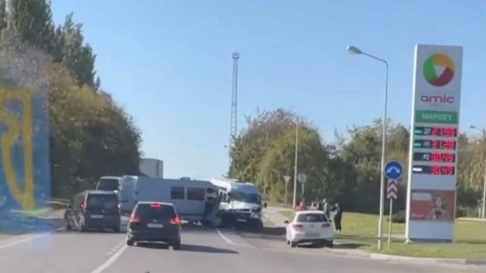 У Нововолинську сталася аварія. Зіткнулися два буси