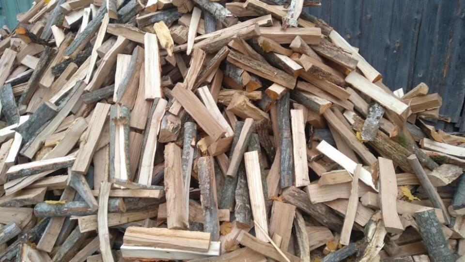 Волинянин змайстрував пристрій, який сам рубає дрова