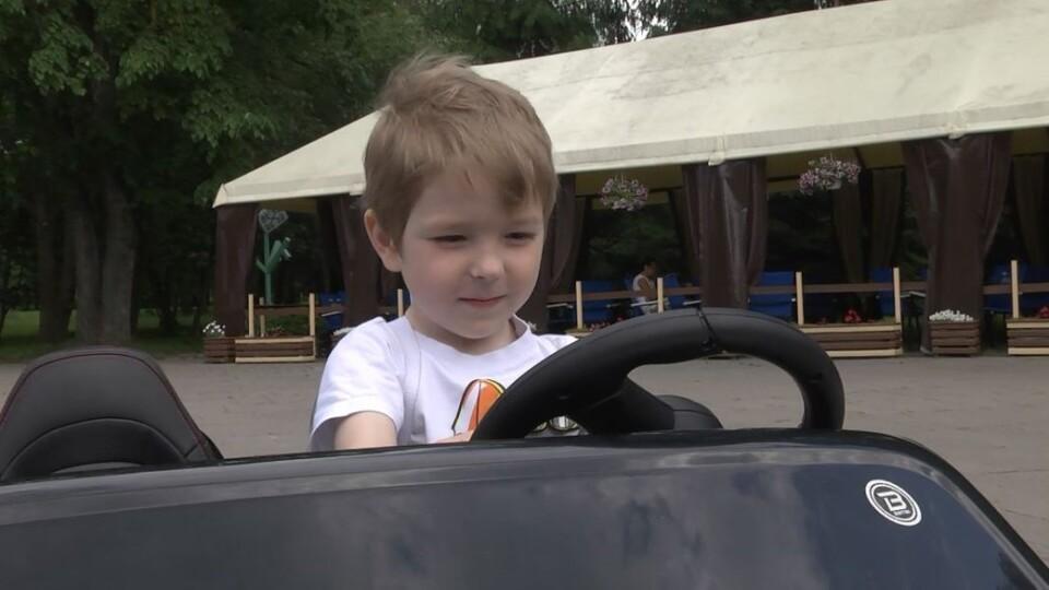 П'ятирічний лучанин вільно розмовляє двома мовами. Відео