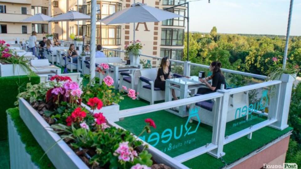 Нічний клуб у центрі Луцька відкрив велику терасу