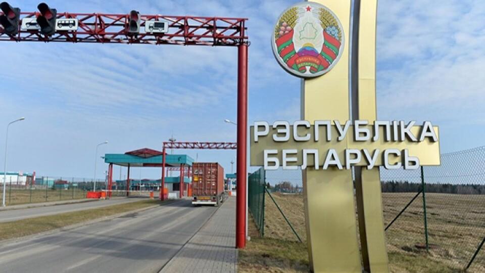 У Білорусі запроваджують платний виїзд в Україну