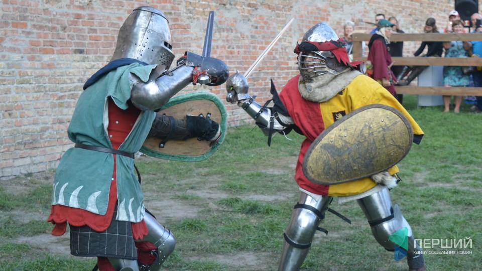 Дзвін зброї та рани: як у замку Любарта змагалися лицарі. ФОТО. ВІДЕО