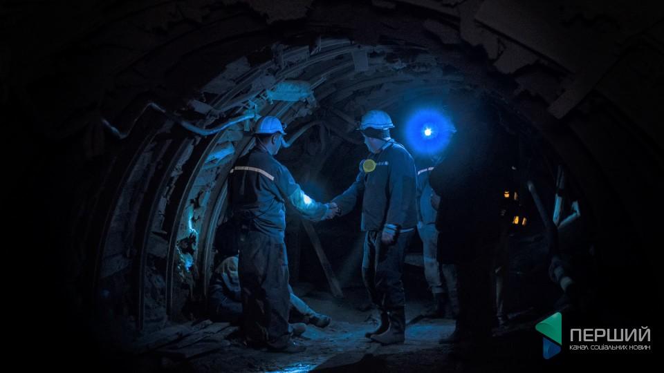 Сто поверхів під землю, «лежача робота» і сало з цибулею. Репортаж з волинської шахти. ФОТО